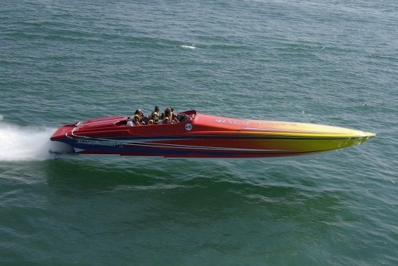 28 hustler powerboat