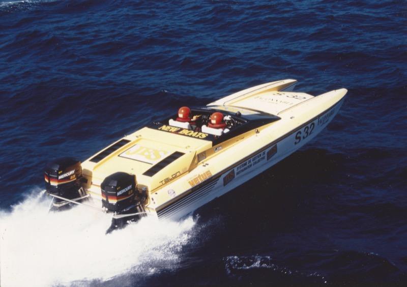 hustler powerboat speed wear